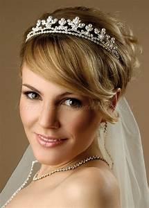 bridal tiara tiara and veil with short bridal hairstyle Hairstyles for weddings