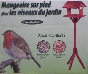 Mangeoire Oiseaux Sur Pied : mangeoire sur pied bouvreuil oiseaux des jardins jardin botanic ~ Teatrodelosmanantiales.com Idées de Décoration