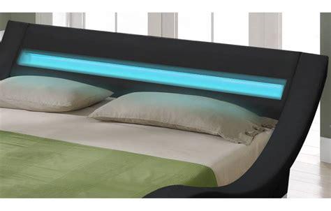 chambre avec lit noir lit king size noir 180 cm avec sommier et bande led
