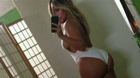 kim ks sexy selfie   figurative middle finger
