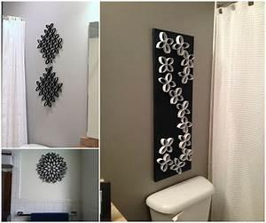 10 creative diy bathroom wall decor ideas for How to decorate a bathroom wall
