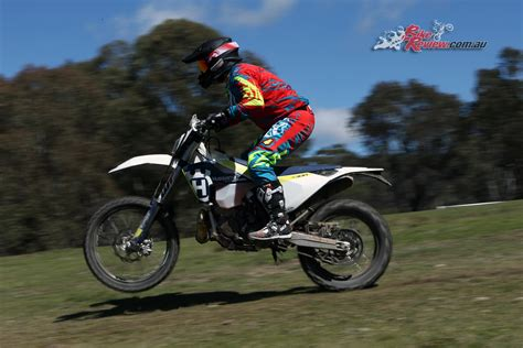 Review Husqvarna Te 300 by Review 2017 Husqvarna Te 250 And Te 300 Bike Review