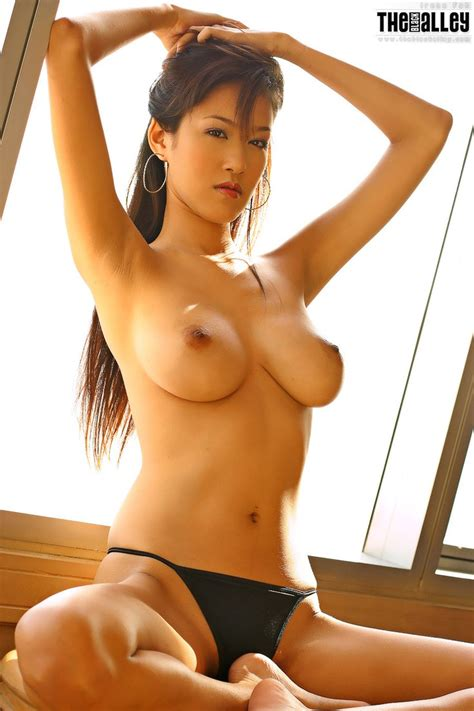 Asian Girls DB » Hot Asian Chick With Big Tits
