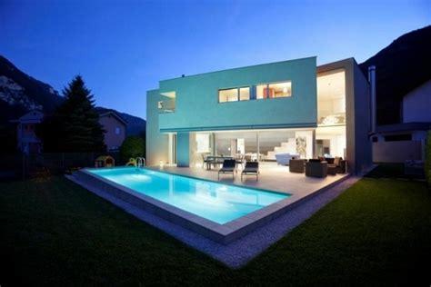 Traumhaus Modern Mit Pool by Haus Modern Mit Pool Modernes Haus Mit Garten Und Pool