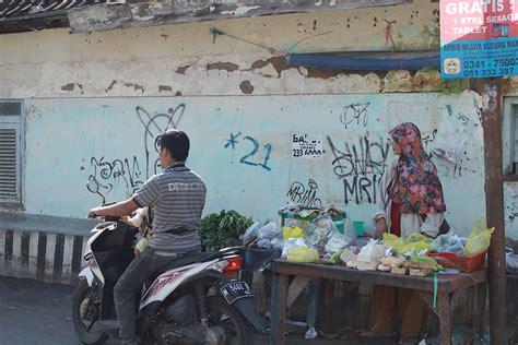 Graffiti Pohon : Vandalisme Dan Street Art Oleh Ian Lius