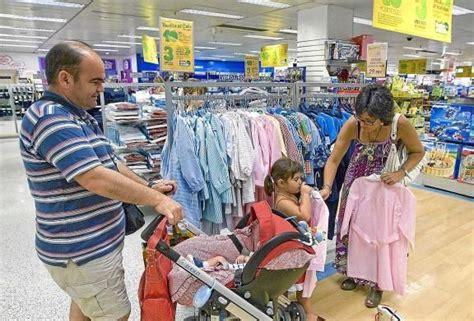 describe  family dress appearance  shopping