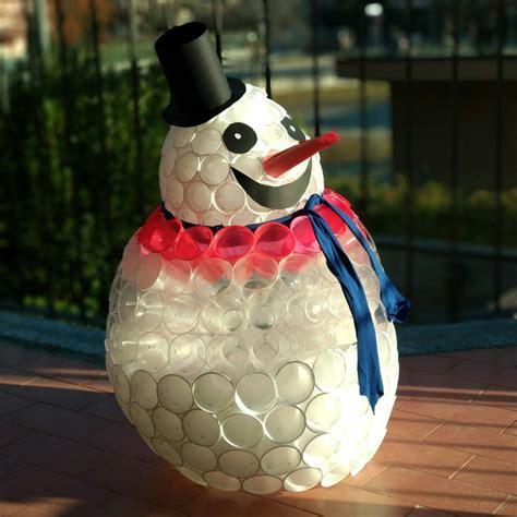 come fare un pupazzo di neve con bicchieri di plastica come fare un pupazzo di neve perfetto