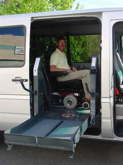 wheelchair assistance hydraulic lift for wheelchair
