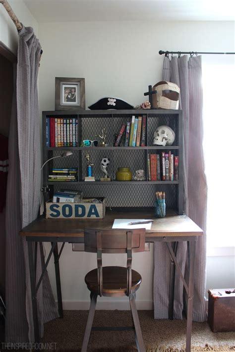 small bedroom desks best 25 boys desk ideas on boy rooms 13224 | 69065c86c01b32c60b5374abe9519edb teen boy bedrooms small bedrooms
