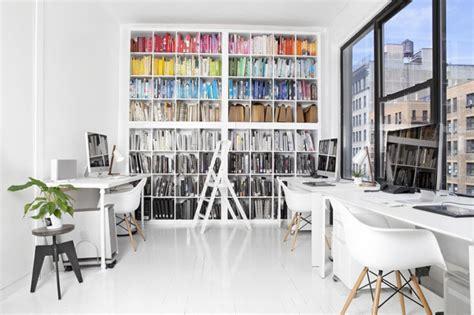 beau bureau un beau bureau avec plein de chaises eames