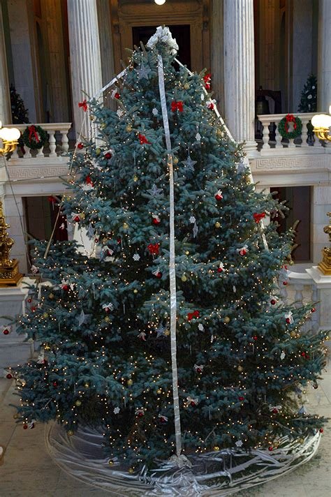 ri state house christmas tree and holiday displays