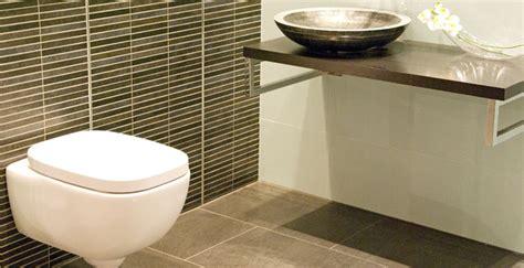 Das Badezimmer Unterm Dach Individuelle Loesungen by Fachmann F 252 R Fliesenarbeiten Und Badsanierung In Augsburg