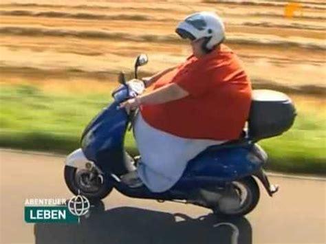 Dicke Frau Fahrt Motorroller Youtube