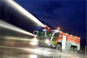 Blitzer Rekord Koeln by Feuerwehrautos Traumwagen Mit Schlauch Und Leiter