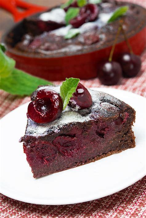 dessert aux cerises et chocolat clafoutis au chocolat et cerises pause gourmande