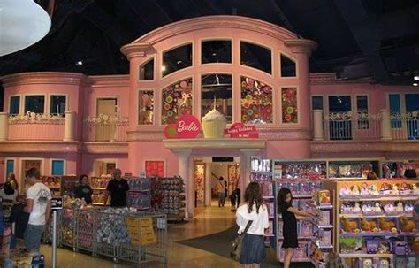 "The Famous Barbie Dollhouse In Toys ""r"" Us Times Square"