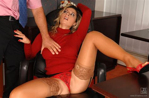 Hot Secretary Daria Glover Getting Anal Fucked In The