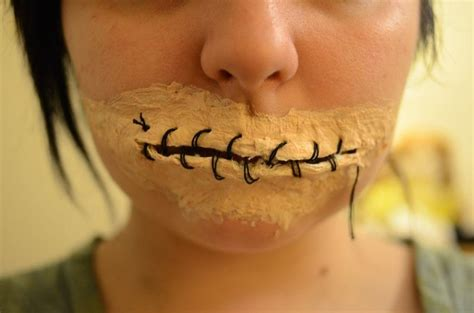 foto de Keep Your Mouth Shut: This DIY Sewn Lips Look for