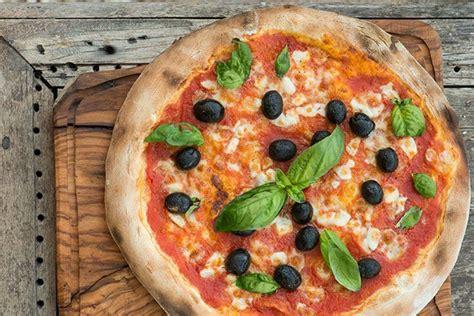 learn    real italian pizza  borgo cooking