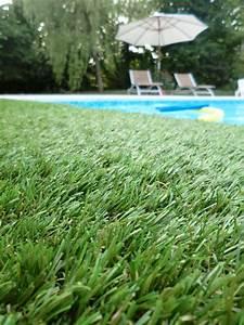 Gazon Synthétique Saint Maclou : d tente assur e avec cette piscine entour e de gazon ~ Dailycaller-alerts.com Idées de Décoration