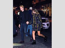 Taylor Swift and boyfriend Joe Alwyn hold hands in NYC