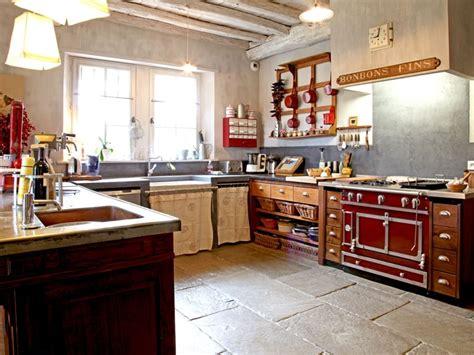 cuisine journaldesfemmes cuisine façon épicerie une maison basque aux volets