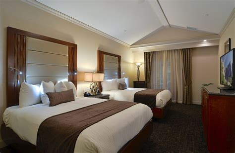 hotel rooms   bedrooms  bedroom suites