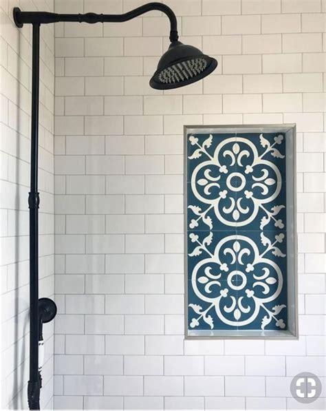 Badezimmer Fliesen Regal by Pin By Nancy Gomez On Bath In 2019 Shower Shelves Tile