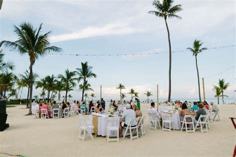 relaxed beach wedding at the islander resort in islamorada