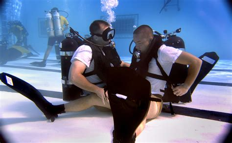 fileus navy     scuba students