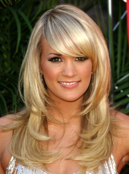 carrie underwood  long layered hair