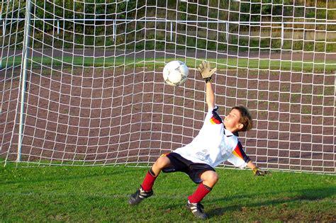 Fc kaiserslautern against borussia mönchengladbach. Fussball ist eine interessante Mannschaftssportart für Kinder   cybercd.de