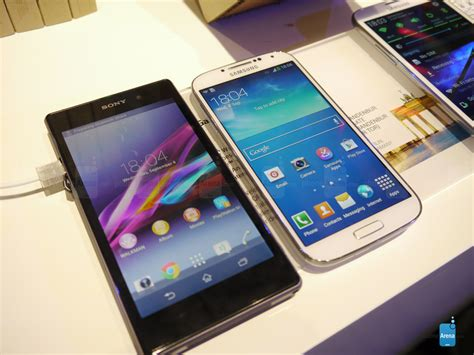 sony xperia z1 vs samsung galaxy s4 look phonearena