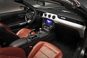 Ford Mustang Cabrio Kofferraum : ford mustang fastback 2015 ford mustang cabrio 2015 ~ Jslefanu.com Haus und Dekorationen
