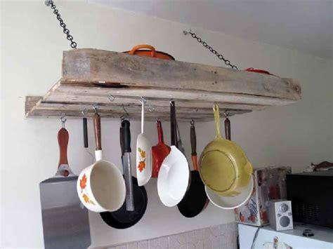 comment accrocher un meuble de cuisine au mur comment faire un meuble pour accrocher nos ustensiles de