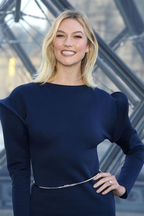 karlie kloss louis vuitton show paris fashion week