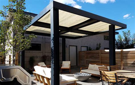 Ultra Modern Backyard Outdoor Living Area Highlands