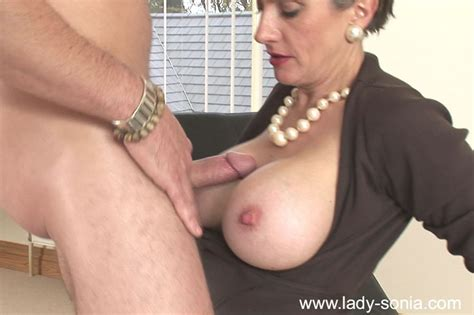 Busty Mature Babe Gives A Blowjob And Gets Her Trimmed
