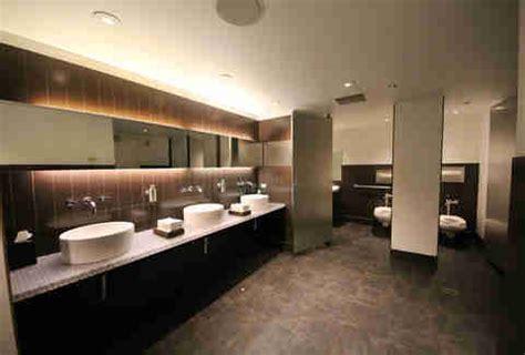 public restrooms downtown chicago hotels thrillist