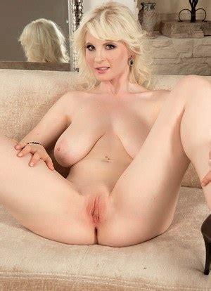 Milf Pussy Spread Naked Milfs Pics