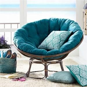 exotischer sessel aus rattan mit kissen in turkis living With balkon teppich mit orientalische tapete türkis