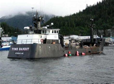 deadliest catch boat sinks 2017 deadliest catch crab boat time bandit rescues crew from