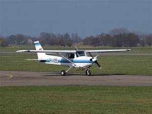 File:Cessna 152 PH-WEE at Teuge 07March2009.jpg ...