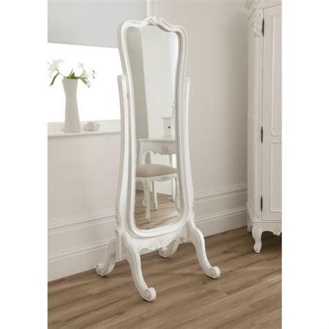 miroir de chambre sur pied le miroir baroque est un joli accent déco archzine fr