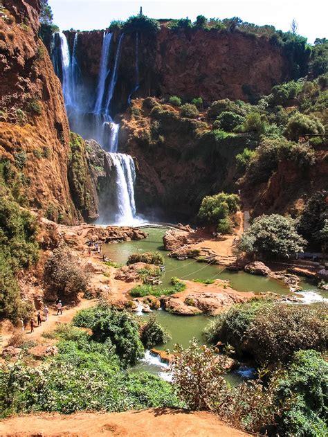 amazing waterfalls   world    travel