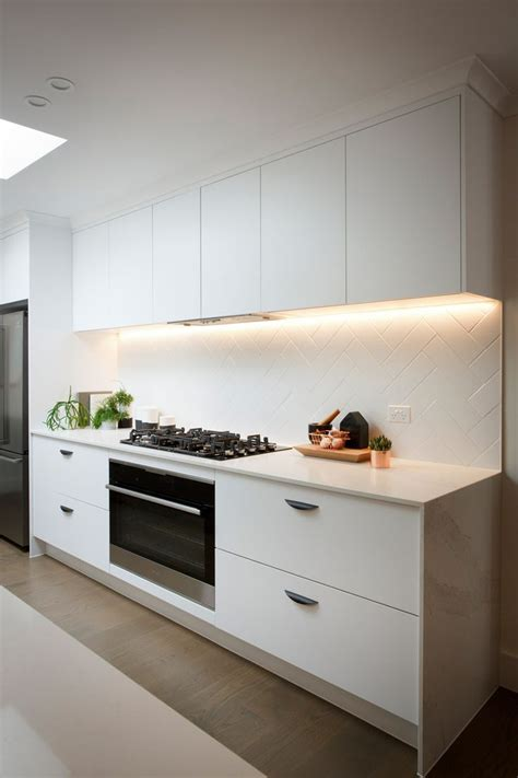 splashback ideas white kitchen 28 best images about caesarstone calacatta nuvo on