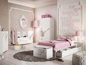 pochoir chambre fille pochoir chambre fille avec gratuit With nice couleur peinture mur 7 pochoir nuage pour deco murale