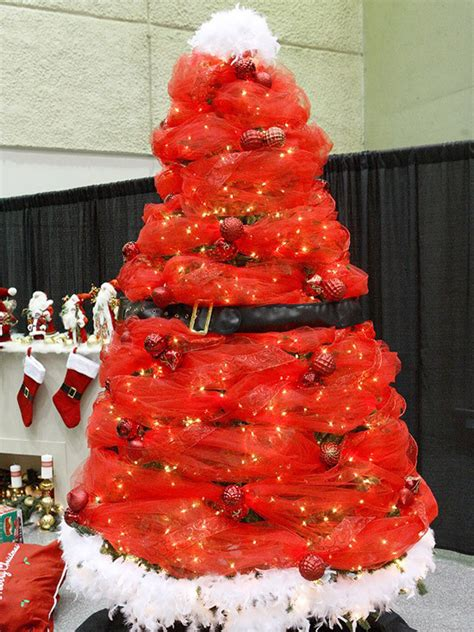 red santa christmas tree pictures   images