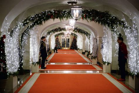 christmas decorations for 2014 michelle obama showcases the 2014 white house holiday decorations