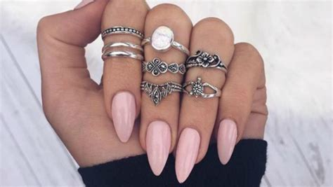 25 Photos To Show You How Sexy The Almond Nail Shape Looks